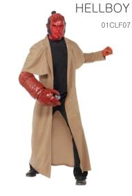 Le manteau, le masque, le bras et la ceinture